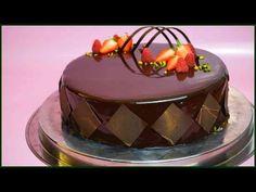 Schokoladige Sahnetorte mit brownieboden, Pfirsichkern und Mirror Glaze - Kuchenfee - YouTube