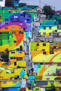 Artistas de rua transformam comunidade carente no México através das cores - MacroMural Pachuca;