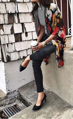 Yes please. This outfit has captured my heart: The striped shirt, the floral shawl, the black pants and those heels! I'm in love.