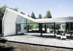 Sommerhuset med plads til drømme og meget lidt vedligeholdelse Tree Hut, Outdoor Living, Outdoor Decor, Denmark, Interior Architecture, Plads, Building A House, New Homes, Exterior