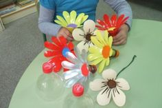 Plastic Bottle Flowers Step By Step Video TutorialPlastic Bottle Flowers Are So Easy To MakeRepurpose those old plastic bottles into these gorgeous Plastic Flowers. You dont need a green thumb! Weve also included a Plastic Flower Mobile for you to tr Plastic Bottle Art, Plastic Bottle Flowers, Plastic Spoons, Recycle Plastic Bottles, Recycled Bottles, Recycled Crafts, Diy And Crafts, Crafts For Kids, Flower Mobile