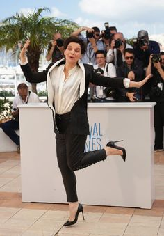Juliette Binoche Photos - Actress Juliette Binoche attends the 'Clouds Of Sils Maria' photocall during the Annual Cannes Film Festival on May 2014 in Cannes, France. - 'Clouds of Sils Maria' Photo Call at Cannes — Part 2 Sils Maria, Juliette Binoche, Beautiful French Women, Gorgeous Women, Feminine Mystique, Pictures Of The Week, French Actress, Chloe Grace Moretz, Celebrity Red Carpet