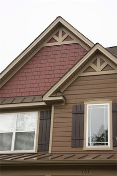 Explore house siding ideas for color and design inspiration. Filter homes by colors, products, home styles, and more. House Trim, House Siding, House Paint Exterior, Exterior House Colors, Siding For Houses, House Roof, Craftsman Exterior, Exterior Siding, Cottage Exterior