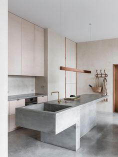 Kitchen Interior Design – Kitchen is a place for us to make favorite food. Therefore the kitchen must make us . Kitchen Island With Sink, Kitchen And Bath, Island Sinks, Long Kitchen, Kitchen Islands, Kitchen Sink, Interior Modern, Minimalist Interior, Monochrome Interior