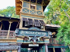 FIRST LOOK: See what's 'gnu' aboard the world-famous Jungle Cruise at Disneyland: Disney World Attractions, Walt Disney World, Jungle Cruise Disneyland, California Attractions, Walt Disney Imagineering, Funny Scenes, Pirates Of The Caribbean, Halloween, Spooky Halloween