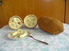 Como fazer creme de cupuaçu. Cupuaçu é uma fruta de sabor e cheiro único. A árvore é conhecida como cupuaçueiro e é típica da região norte brasileira encontrada nos estados do Amapá, Pará e Amazonas. Pode ser utilizada em doces, ...