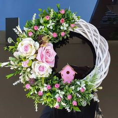 Willow Wreath, Door Wreaths, Happy Easter, Flower Arrangements, Diy And Crafts, Floral Wreath, Crafty, Spring, Creative