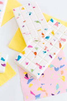 Custom Chocolate, Artisan Chocolate, Chocolate Art, Chocolates, Best Dessert Recipes, Fun Desserts, Party Pops, Rainbow Food, Scented Wax Melts