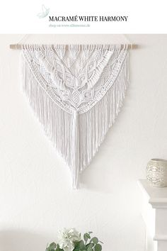 Etsy shop : [Werbung / Advertising] Beautiful macramé wall hanging made on elfenweiss in the online shop. Macrame Wallhanging now available on elfenweiss. Small Knitting Projects, Paper Flower Arrangements, Large Paper Flowers, Macrame Knots, Home Decor Shops, Diy Clothes, Etsy Shop, Tapestry, Handmade