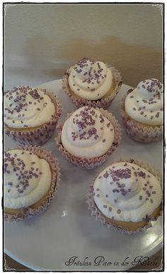 Blueberry-Cupcakes mit Vanillesahne