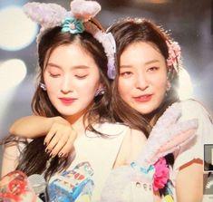✩ 🎀 𝒮𝒽𝒾𝓅𝓅𝓈 𝒹𝑒𝓁 𝓀𝓅🍪𝓅 🎀 ✩ - Seulrene💕(Red velvet) Red Velvet Joy, Red Velvet Irene, Black Velvet, Kpop Girl Groups, Kpop Girls, Kpop Aesthetic, K Pop, Just In Case, Cool Girl