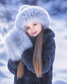 """92.6 ezer kedvelés, 543 hozzászólás – Anna Knyazeva (@anna_knyazeva_official) Instagram-hozzászólása: """"С последним днем зимы, друзья!❄️ Спасибо за фото  @natalaina Шапочка и варежки @chobikids…"""""""