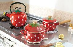 strawberry pots and pans Strawberry Pots, Strawberry Kitchen, Strawberry Shortcake, Strawberry Fields, Strawberry Summer, Cute Kitchen, Kitchen Decor, Kitchen Stuff, Kitchen Wall Clocks