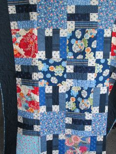 inspiration only, easy pattern to diy.love the look in japanese scraps Quilting Projects, Quilting Designs, Craft Projects, Quilting Ideas, Asian Quilts, Asian Fabric, Japanese Quilts, Quilting Board, Strip Quilts