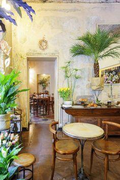 Fioraio Bianchi Caffè, En fait, c'est un fleuriste avec à l'intérieur un restaurant génial. On déguste les meilleures spécialités italiennes au milieu de compositions artistiques. Parfait pour un déjeuner de printemps. » Via Montebello, 7.