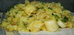 1 xícara de arroz  - 1/2 xícara de vinho branco seco  - 4 xícaras de água quente  - 1 cubo de caldo de legumes ou galinha  - 150 gr (drenada) de palmito picado (meio vidro pequeno)   - 250 gr de peito de frango cozido e desfiado.  - 1 cebola pequena picada  - 3 dentes de alho picado  - 2 colheres de sopa de cheiro verde picado (usei salsa e cebolinha)  - 1 colher de sopa de margarina  - 100 gr de queijo parmesão ralado  - 1 colher de chá de açafrão em pó (para dar uma cor amarelinha)  - ...