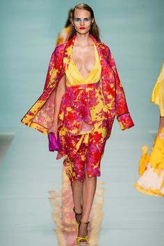 Emanuel Ungaro Spring 2015 Ready-to-Wear Fashion Show Floral Fashion, Love Fashion, Runway Fashion, Spring Fashion, Fashion Design, Fashion 2015, Fashion Details, Paris Fashion, Womens Fashion