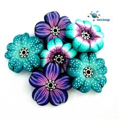 Flower beads by Marcia - Mars design, via Flickr