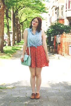 daisy print dress, denim front tie top, mint satchel