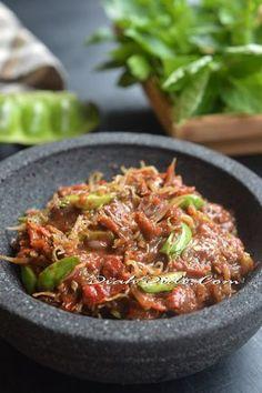 Blog Diah Didi berisi resep masakan praktis yang mudah dipraktekkan di rumah. Indonesian Sambal Recipe, Indonesian Cuisine, Indonesian Recipes, Spicy Recipes, Asian Recipes, Cooking Recipes, Ethnic Recipes, Malaysian Cuisine, Malaysian Food