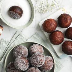 Sitruunaiset rahkamunkit | Leivonnaiset | Yhteishyvä Plum, Pudding, Fruit, Desserts, Recipes, Food, Tailgate Desserts, Deserts, Custard Pudding