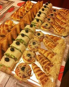 Libyan Food Party Food Themes Healthy And Unhealthy Food Bite Size Food Tunisian Food Arabian Food Mini Sandwiches Party Dishes Pain Pizza Party Food Buffet, Party Food Themes, Party Dishes, Food Dishes, Dips Food, Food Platters, Food Design, Cena Show, Plats Ramadan