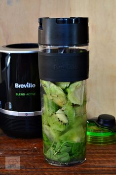 Smoothie detoxifiant cu kiwi, avocado si spanac - CAIETUL CU RETETE Kiwi, Avocado, Nutribullet, Food And Drink, Kitchen Appliances, Drinks, Per Diem, Cooking Ware, Home Appliances