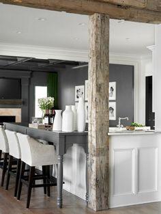 comment bien aménager la cuisine et plafond avec poutre bois massif