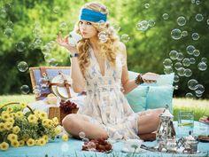 senior girl photography posing ideas #photography {Taylor Swift}