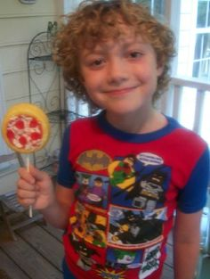 These pepperoni and veggie Pizza Cake Pops have to be one of the funnest things that we have made. The boys got such a kick out of these and they are so easy to make! We made the pepperoni pizzas using pre packaged mini short cakes (Kroger brand 4 for $1), red frosting (we made...Read More »