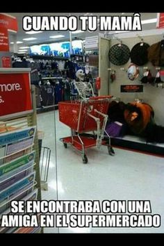 Cuando mi mama comienza a hablar con una amiga en el supermercado... #humor #memes