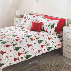 Hoping the husband doesn't mind that our fourth pin up girl bedding set is a Christmas one. I'm getting the other Christmas one when the size we need is back in stock too