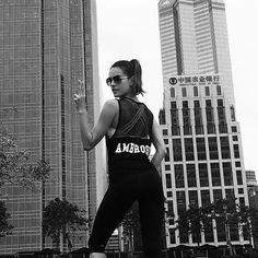 O fitness coach @marciolui de São Paulo vive de elaborar séries para alunas saradas como @sabrinasato e @alessandraambrosio colocarem em prática durante suas frequentes viagens. Aprenda com ele uma série fácil de fazer em qualquer lugar para não ficar fora de forma nestas férias em vogue.com.br! #fitness  via VOGUE BRASIL MAGAZINE OFFICIAL INSTAGRAM - Fashion Campaigns  Haute Couture  Advertising  Editorial Photography  Magazine Cover Designs  Supermodels  Runway Models