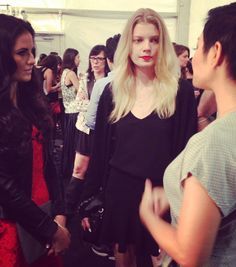 TRES stylist, Jeanie Syfu, explains the final Nanette Lepore look to Style Setters reporter, Rachel Parcell! #TRESmbfw #mbfw