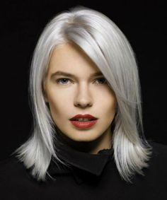 Charming Ice Blonde Medium Fine Hairstyles to Look Perfect This Winter Grey Hair Mid Length, Medium Hair Styles, Natural Hair Styles, Long Hair Styles, Shoulder Length Hairdos, Dark Chocolate Brown Hair, Medium Bob Hairstyles, Fine Hairstyles, Green Wig
