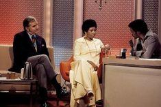 Ed McMahon, Aretha Franklin and Tonight Show guest host Sammy Davis Jr. Ed Mcmahon, Sammy Davis Jr, Vintage Black Glamour, Columbia Records, Atlantic Records, Queen Mother, Tonight Show, Aretha Franklin, Beautiful Black Women
