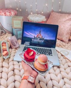 Indulge in the holiday spirit by decorating your bedroom. Choose from over 50 cozy & festive Christmas Bedroom decorations perfect for the holiday season. Dibujos Toy Story, Casa Disney, Cosy Night In, Disney Movies To Watch, Cozy Winter Outfits, Christmas Bedroom, Disney Aesthetic, All Holidays, Inspired Homes