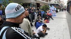 Sufrimiento en una peatonal de la Cudad de Buenos Aires ..................... Argentina 1 Suiza 0 .......... Gol de Di Maria..... en tiempo suplementario..... 1 julio de 2014.. octavos de final.. Estadio Arena Corinthias ... San Pablo.. Brasil.