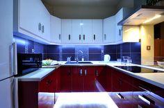 Kuchnia w mieszkaniu i maksymalne wykorzystanie przestrzeni przy zachowaniu ergonomii.