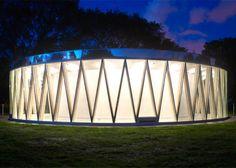 *공원 내 드럼 파빌리온 [ ] Drum-like pavilion in a Canadian city park Pavilion Architecture, Contemporary Architecture, Landscape Architecture, Architecture Design, Architecture Facts, Glass Pavilion, Park Pavilion, Circular Buildings, Facade Lighting
