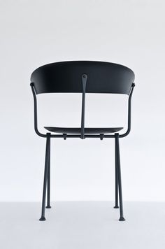 Officina is a minimalist design created by France-based designer Ronan & Erwan Bouroullec. Officina chair and stool are the next step of the brother's on-going experimentation with iron in cooperation with Italian design company Magis. Art Furniture, Design Furniture, Contemporary Furniture, Chair Design, Table Sofa, Sofa Chair, Chair Cushions, Armchair, Couch