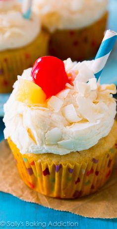 Pina Colada Cupcakes – have your pina colada cocktail and eat it too! Pineapple-… Pina Colada Cupcakes – have your pina colada cocktail and eat it too! Pineapple-coconut cupcakes with coconut Pina Colada Cupcakes, Köstliche Desserts, Delicious Desserts, Yummy Food, Cupcake Recipes, Baking Recipes, Dessert Recipes, Yummy Cupcakes, Cupcake Cookies