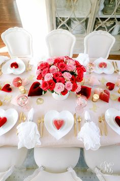 Queen of Hearts Valentine's Day Table - Randi Garrett Design day dec. Queen of Hearts Valentine's Day Table – Randi Garrett Design day decorations for ta Valentines Day Sayings, Valentines Day Dinner, Valentines Day Weddings, Valentines Day Birthday, Valentine Party, Easter Party, Vintage Valentines, Valentinstag Party, Valentinstag Shirts
