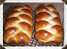 Grandma's Amish Bread MADE THIS BREAD TODAY, VERY EASY!! CAME OUT BEAUTIFUL. TWO NOTES: CUT DOE IN HALF FOR TWO LOAFS, CUT EACH HALF IN THREE STRIPS, BRAID AND PUT INTO LOAF PAN, BRUSH WITH EGG WASH BEFORE BAKING.