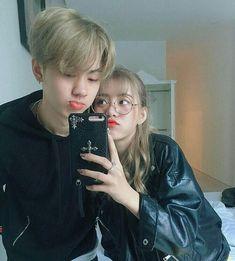 He kind of looks like seokjin Ulzzang Couple, Ulzzang Girl, Cute Couples Goals, Couple Goals, Cute Korean, Korean Girl, Cute Couple Pictures, Couple Photos, Korean Best Friends