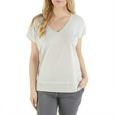 Lole Stacey Yoga Cut Away Back Top GC02 Crafted in stretchy, moisture-wicking fabric, it features a peekaboo back and side slits - a must-have for your yoga wardrobe. Ask for you size and I'll make the listing. Bundle and save 25%! Lole Tops Tees - Short Sleeve