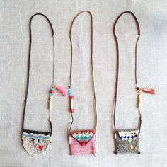 This necklace is an hybrid. It is a long modern (with a vintage feeling to it) necklace, simultaneously is a neck pouch bag to carry a small treasure. You