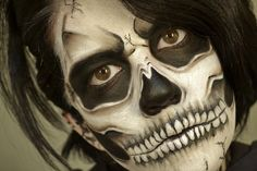 If you want to scare your fellow revelers this year, then look no further. Three artists show us how to create scary Halloween makeup effects that are sure to cause some screams. Scary Halloween Makeup, Costume Halloween, Scary Makeup, Halloween Looks, Halloween Skeletons, Makeup Looks, Halloween Skull, Horror Makeup, Zombie Makeup