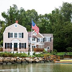 Duxbury, Massachusetts >> A picture-perfect Colonial-scape of historic ship captains' homes, complete with hydrangeas and well-kept yards line the ocean frontage.