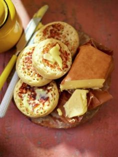 Home made crumpets by Jamie Oliver are the perfect way to improve your Monday mo paleo diet Homemade Crumpets, Easy Crumpets Recipe, Bread Recipes, Cooking Recipes, Healthy Recipes, Cooking Ham, Healthy Food, Homemade Butter, Pancake